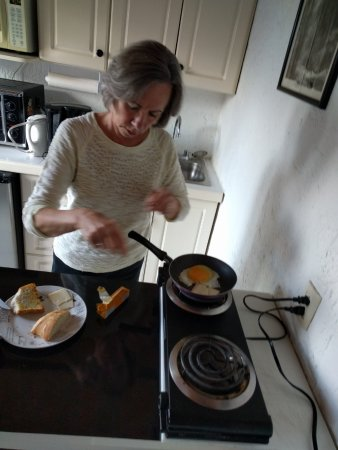 Ajijic Suites: breakfast in the kitchen
