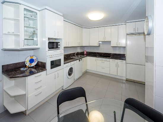Gestión de alojamientos Rooms & Apartments: COCINA COMPLETA