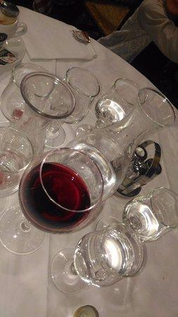 Trattoria Marione: наш столик после обеда :) сам составил композицию