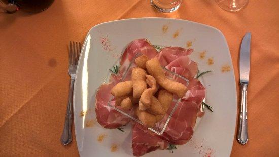 Saline di Volterra, Italien: crudo con ....... sorprea