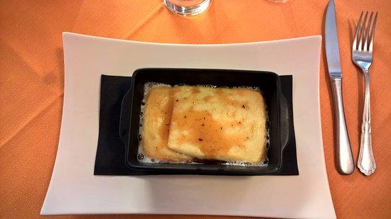 Saline di Volterra, Italien: formaggio pecorino con miele al tartufo bianco