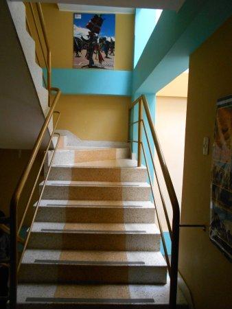 Escalera para subir al segundo piso picture of hotel for Diseno escaleras para segundo piso