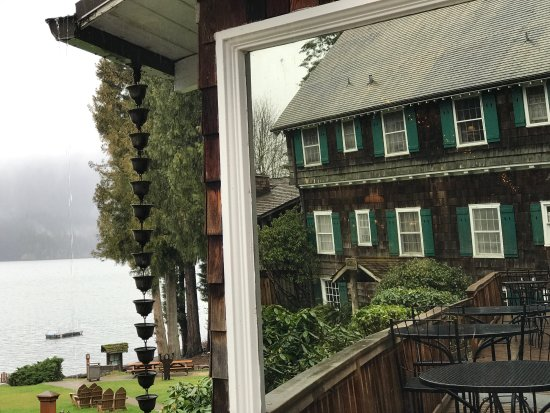 Quinault, WA: The view of the lake with the lodge's reflection on a window of the dining room.