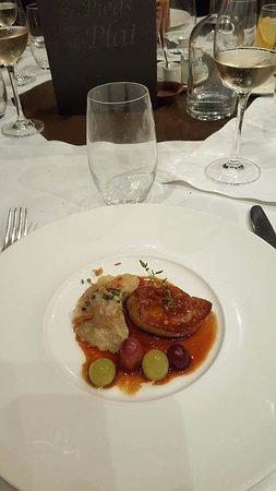 Hotton, Belgium: le foie gras de canard, poêlé au vert jus, raisins, sa petite raviole
