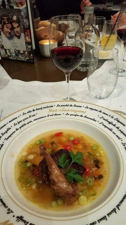 Hotton, Belgium: Le pigeonneau d'Anjou, sa cuisse farcie bouillon oriental, semoule aux petits légumes.