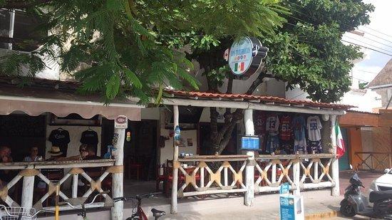 Los Tabernacos Sports Bar and Lounge: facade