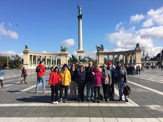 Vecses, Macaristan: Heroes' Sguare in october