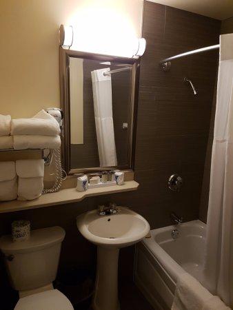 Truro, Canada : Small but nice bathroom