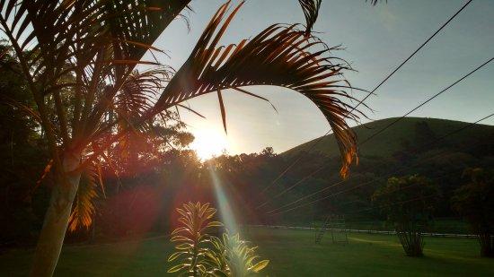 Pirai, RJ: por do sol , na entrada da pousada