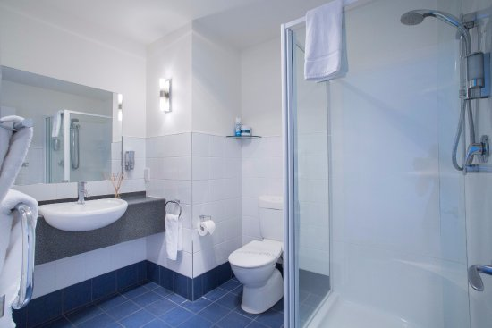 Harbourside Lodge: Harbour front and Harbour view Bathroom