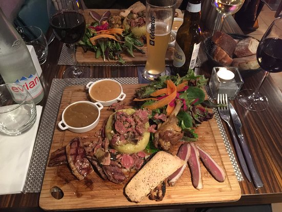 Blagnac, Frankrike: Perfect, we had the duck chef special board and everything was cooked to perfection, oo la la do