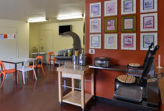 Americas Best Value Inn - Madison: Breakfast Area