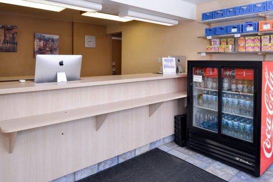 Americas Best Value Inn - Madison: Front Desk