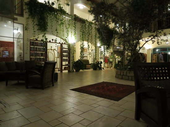 Amirim, Israël: The lobby in the evening