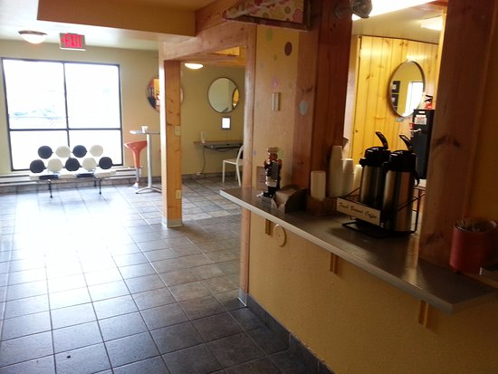 Americas Best Value Inn - Madison: Lobby