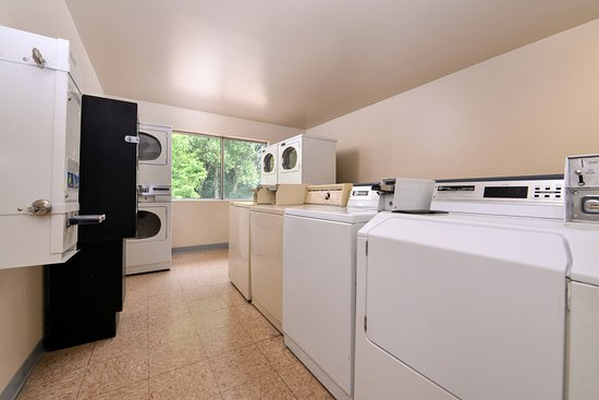 Americas Best Value Inn - Madison: Laundry Area