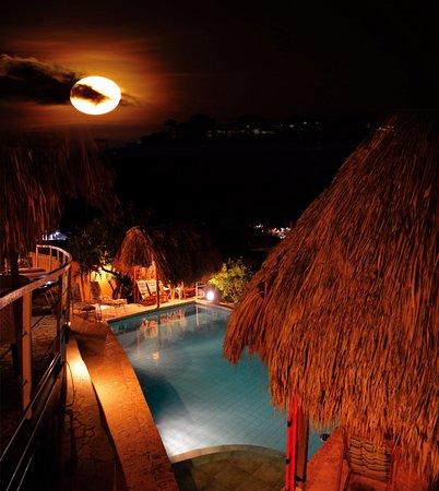 Casa Los Cerros: La piscine de noche