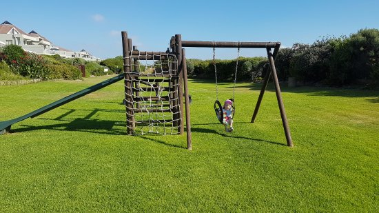 Table View, Южная Африка: Play area in the garden between the hotel and the beach