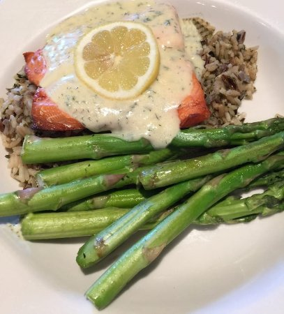 Колумбия, Мэриленд: Salmon & Asparagus over a rice Provencal with Dill