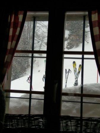 Anzere, Switzerland: Bien au chaud par temps de neige