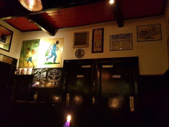 Kingston-upon-Hull, UK: Ye Olde Black Boy bar
