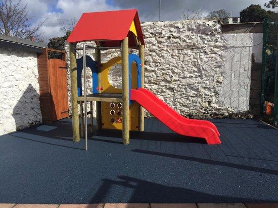 Menai Bridge, UK: small play area with cushioned flooring!