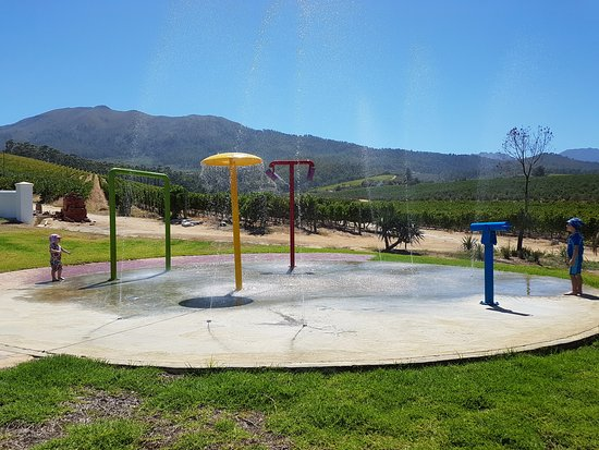 Wellington, Zuid-Afrika: The splash park opposite the Italian restaurant