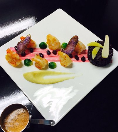Aigle, Switzerland: Crevettes au beurre noisette  Purée de céleris et pommes, betteraves rouge confite  Bisque de ho