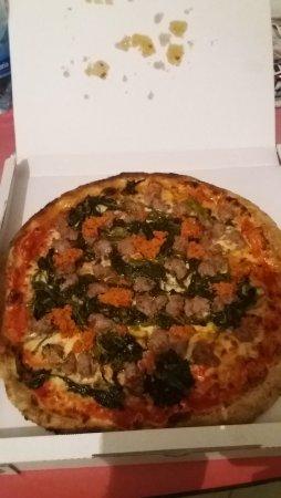 Albignasego, Italia: pizza frijarialli e salsiccia con aggiunta di peperoncino