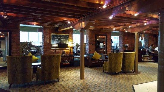 Manchester Marriott Victoria & Albert Hotel: Bar and lounge