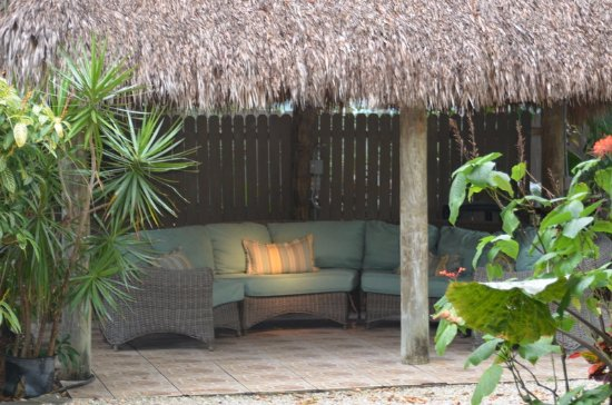 Bay Harbor Lodge: Quiet tiki hut to read a book