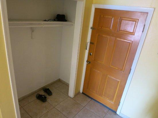 Bell Channel Inn: entrance of the room B5