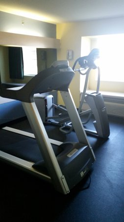 Pryor, OK: Newly renovated fitness room includes treadmill and elliptical, also, check out the rubber floor