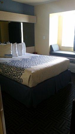 Pryor, OK: Our standard queen room