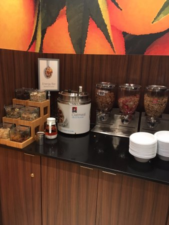 Fremont, NE: cereal, oatmeal, granola on breakfast buffet