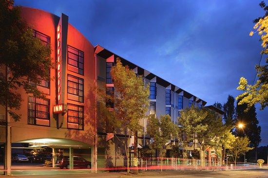 University Inn - A Staypineapple Hotel Photo