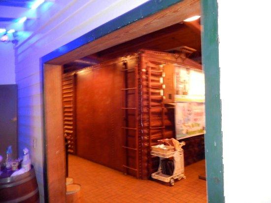 Central Station Bar & Grill: The Bathroom Car