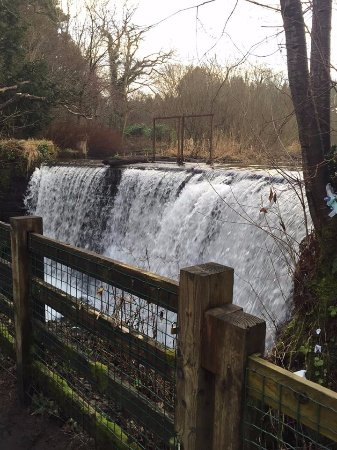 Giffnock, UK: Waterfall in February