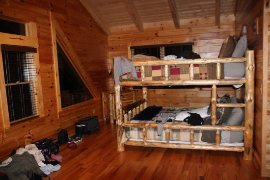 Cabins by the Caves: Loft with 2 queen beds