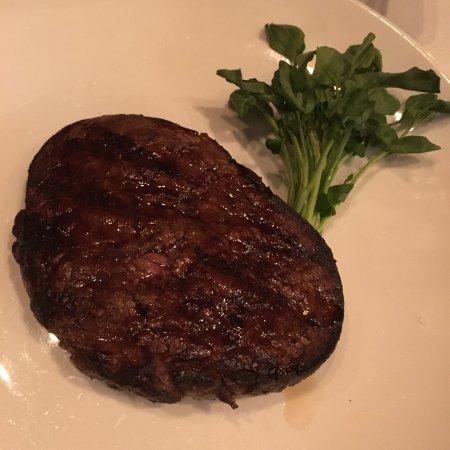 Gibbsboro, Nueva Jersey: To exceed your appetite: filet mignon, chophouse salad, ribeye steak, sautéed spinach, Lyonnaise