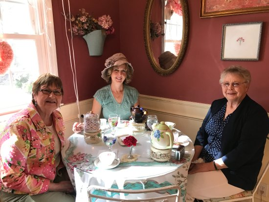Calabash, Carolina do Norte: Enjoying some special time with my mom and her friend.
