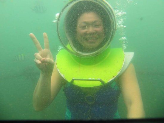 Kerobokan, Indonesia: Doris Tee & kids from Singapore during sea walker - January 2017. Great photos underwater!