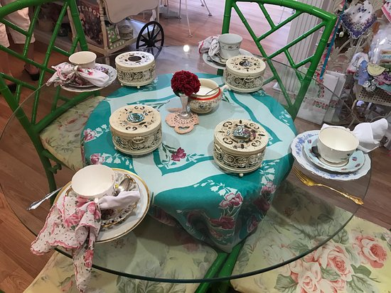 Calabash, NC: Table set for tea.
