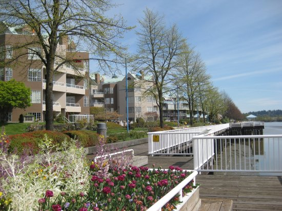 New Westminster, Canada: Boardwalk on the Esplanade.