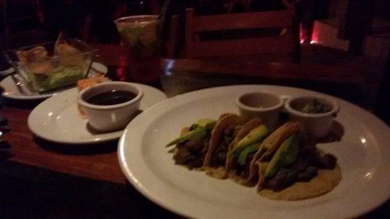 Mateo's Mexican Grill: Tacos y huacamole