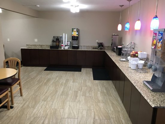 Janesville, WI : New Renovated Breakfast Area