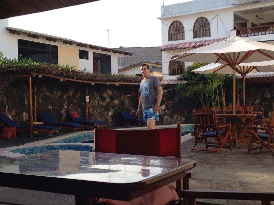 Hotel Ninfa: image-0-02-01-f05d002b391603a19e054a6ceb475f547c329decafed908de60d1f48421ac4cc-V_large.jpg