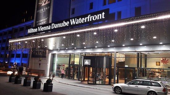 Hilton Vienna Danube Waterfront: Exterior View