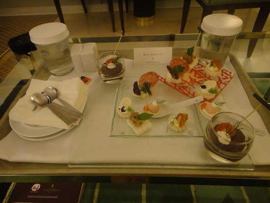 InterContinental Athenaeum: Room service dinner
