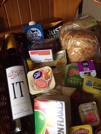 Sovereign Hill Country Lodge: Weekend breakfast hamper